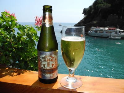Nice cold beer on a hiking break somewhere between Camogli and Portofino.
