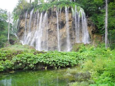It's like a pod of waterfalls!