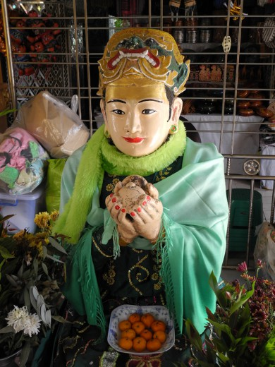At the top of Mandalay hill, the ogress Sandhamukhi offers her severed breasts to the Buddha.