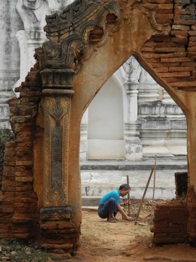 Among Paleik's stupas.