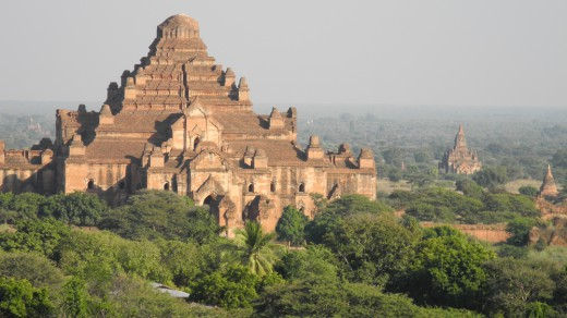 The largest of Bagan's temples: Dhamma-yan-gyi Pahto