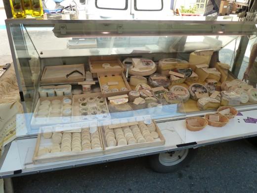 Le truck du fromage, St. Saturnin's farmer's market.