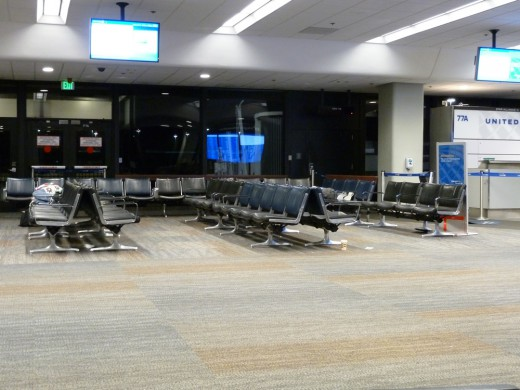 ...I entertained myself by taking pictures of the empty terminal.